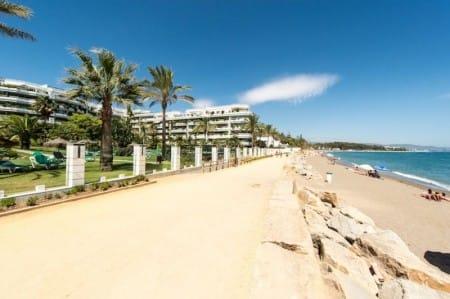 Spacious beachfront apartment, Marbella, Sunny day