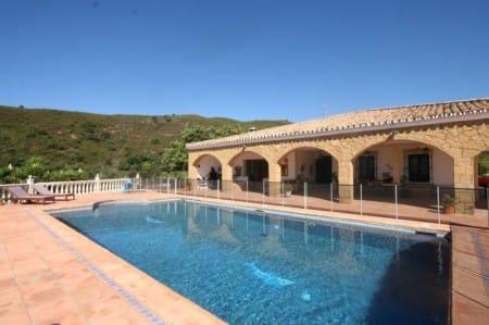 Villa in El Padron, Estepona