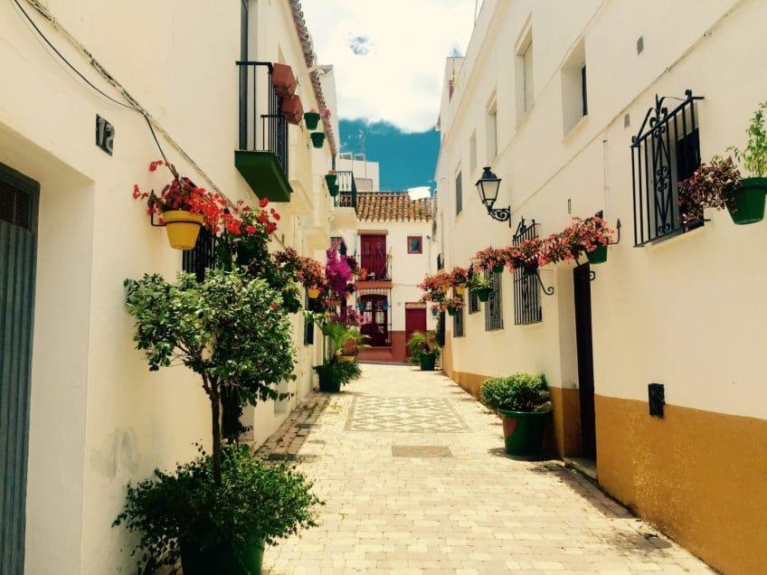 Les plaisirs terrestres : la vieille ville d'Estepona