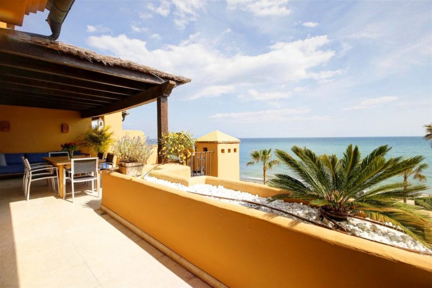 Terrace and sea views in Los Granados del Mar, Estepona