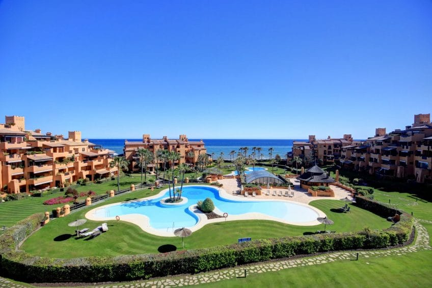Middle floor apartment in Los Granados del Mar, Estepona