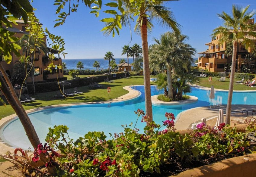 Pool and gardens in Los Granados del Mar, Estepona