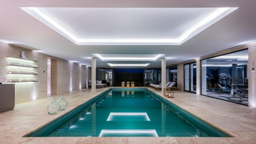 piscine interior Villa Camoján