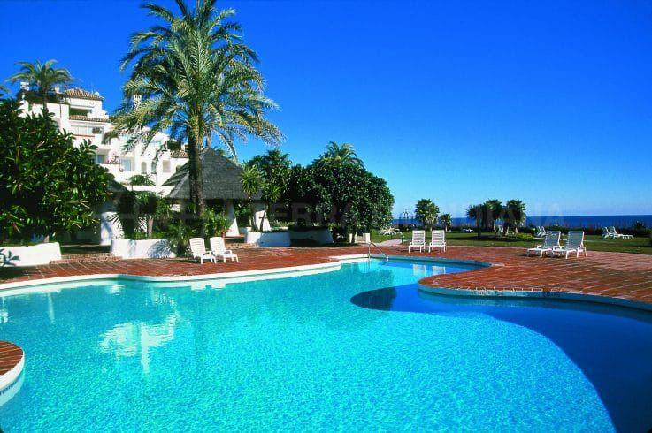 Alcazaba Beach, Estepona – exceptional sought after beachfront development