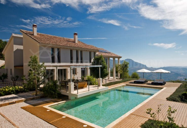 Gaucín: a taste of the 'champagne' lifestyle in the mountains