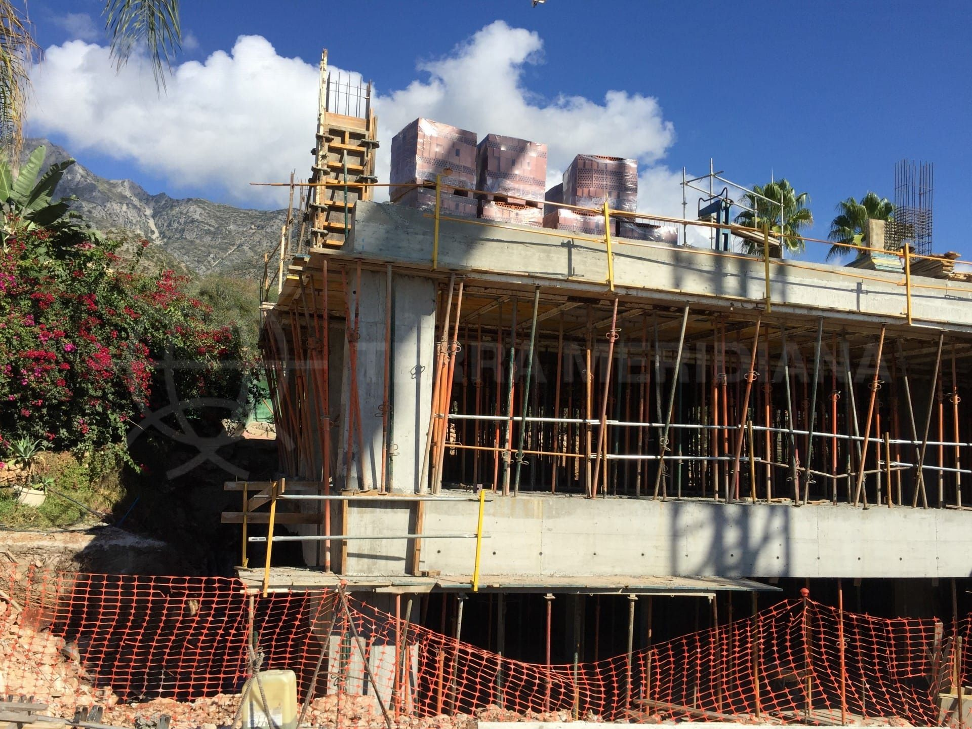 Stage 4: Construction of the first floor