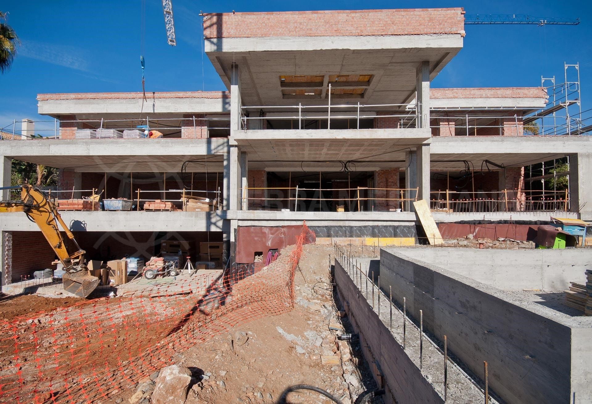 Étape 6 : Construction des piscines et excavation de l'accès au garage