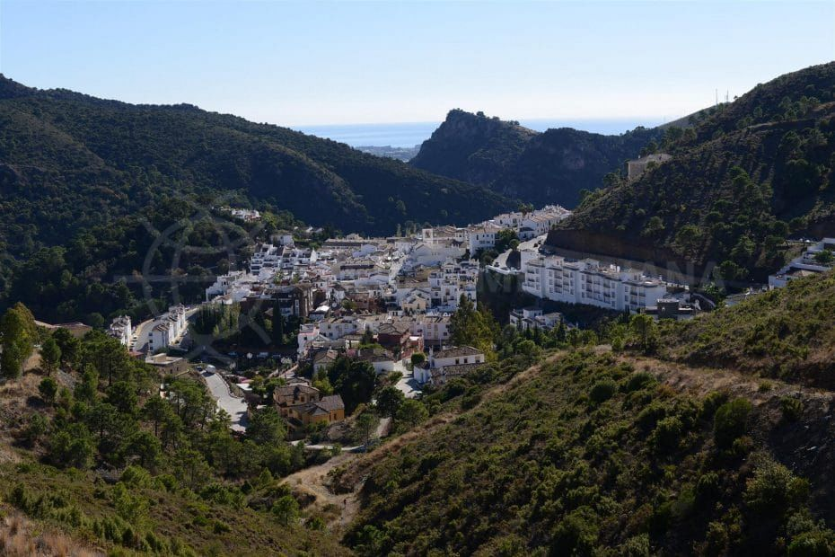 Benahavis property and location guide