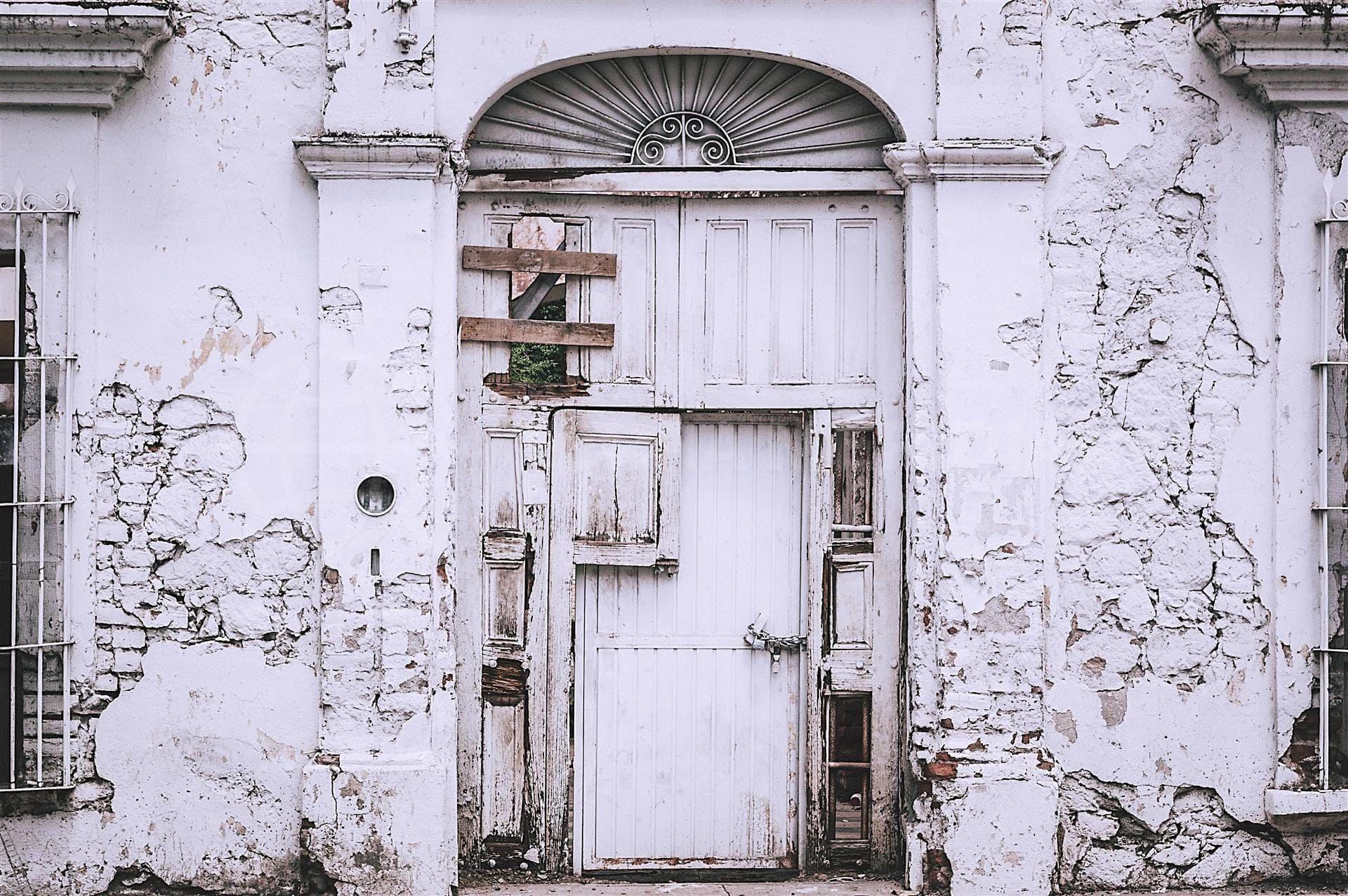 Inspection des problèmes possibles lors de l'achat d'une propriété ancienne en Espagne