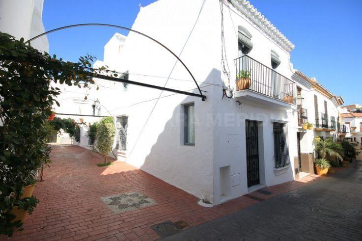 Дома на 3 спальни в старом городе Эстепоны