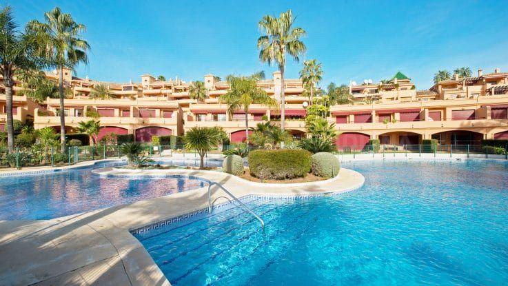 Riviera Andaluza, idyllic frontline beach in Estepona