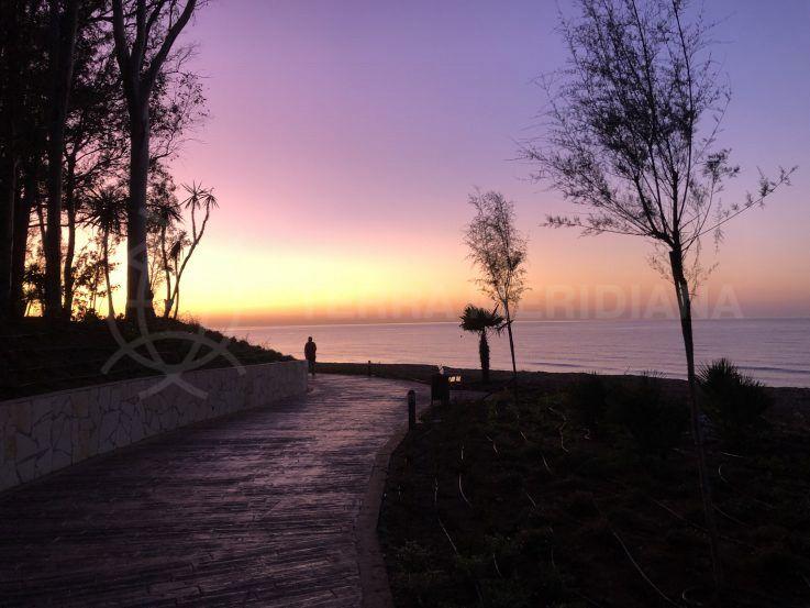 Se abre un nuevo tramo de la senda litoral en Estepona