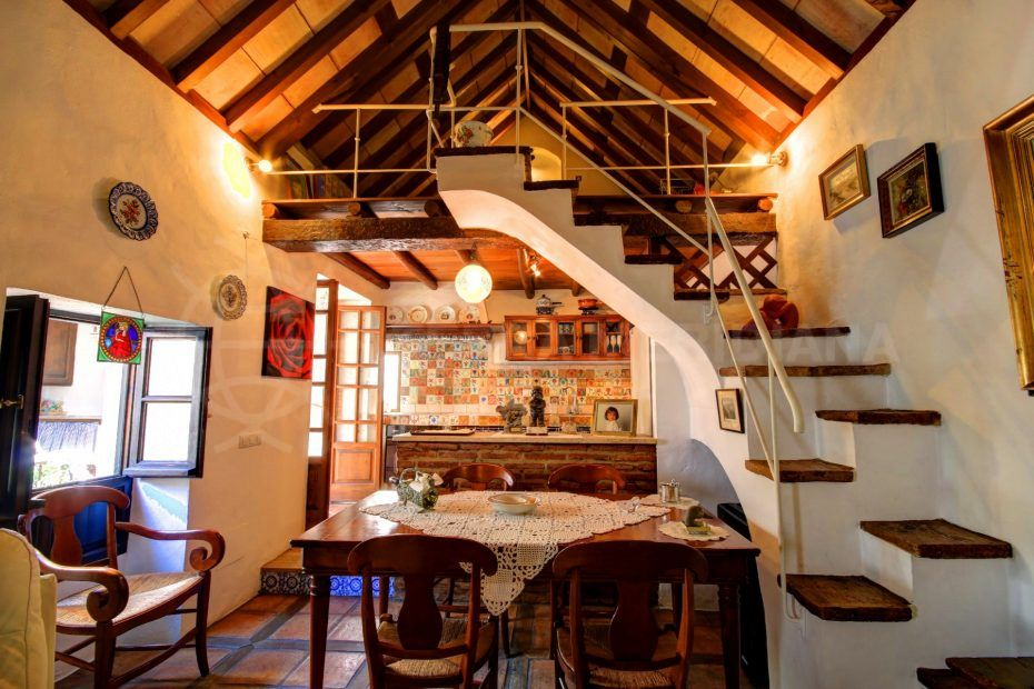 Spacious traditional style house for sale in Estepona Old Town