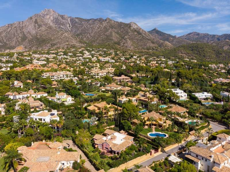 What makes a secure gated community in Marbella?