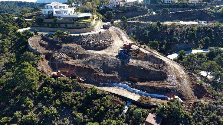 Fase 1 – Movimiento de tierras, preparación del terreno, construcción de muros de retención