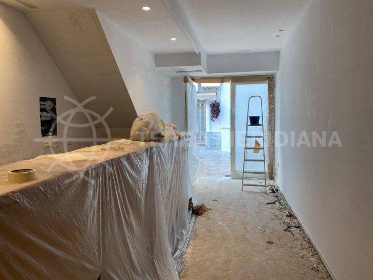 Fase 3 – Pintura y colocación de nueva ventana en la parte trasera